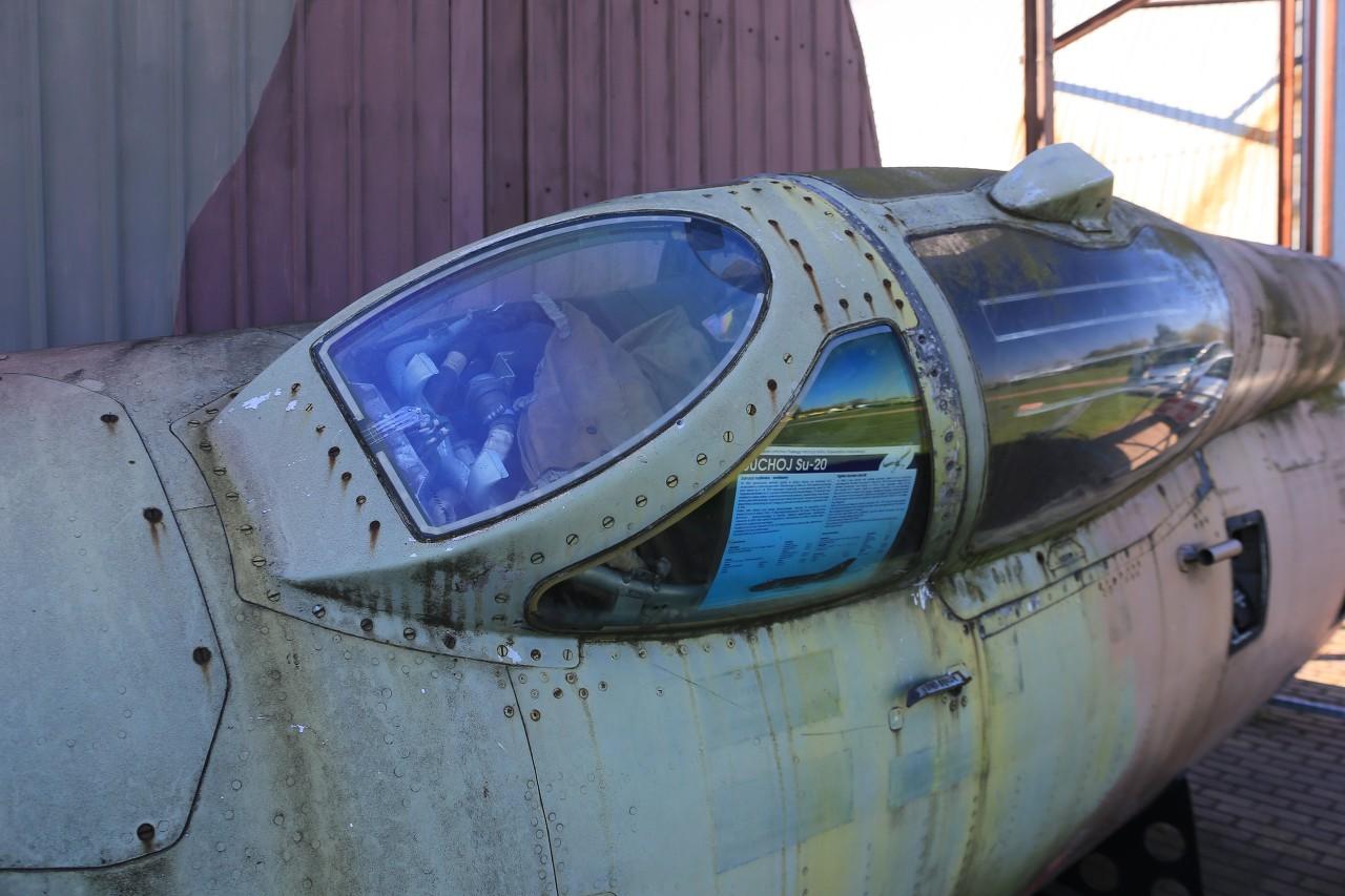 Suchoy Su-20 cockpit