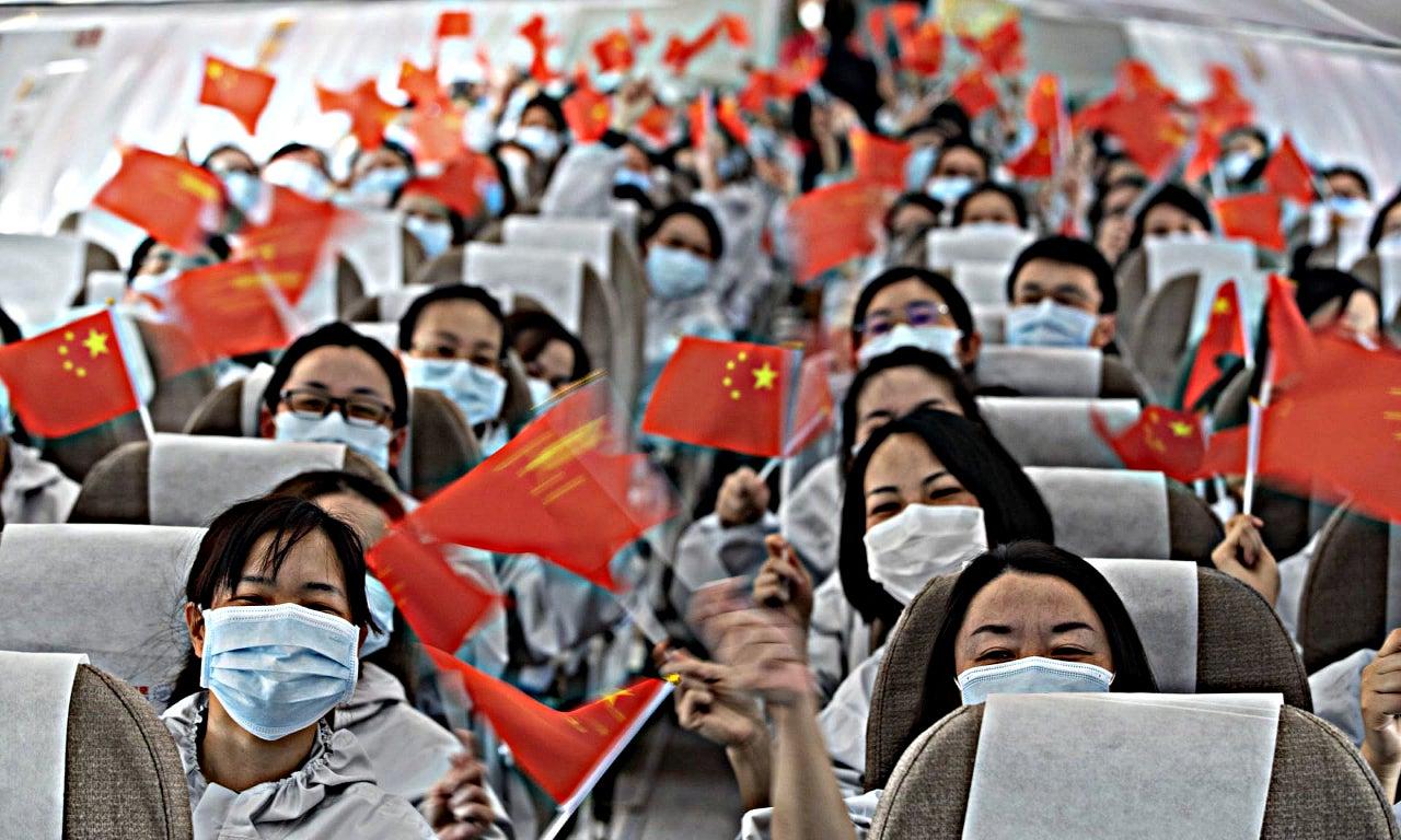 Китайские врачи, фото The Guardian